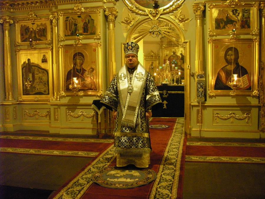 Преосвященнейший Игнатий совершил Божественную литургию в Сретенском храме Коневского Рождество-Богородичного мужского монастыря