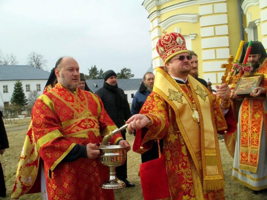 В день Пасхи Христовой епископ Выборгский и Приозерский Игнатий, священноархимандрит Коневского монастыря, посетил островную обитель