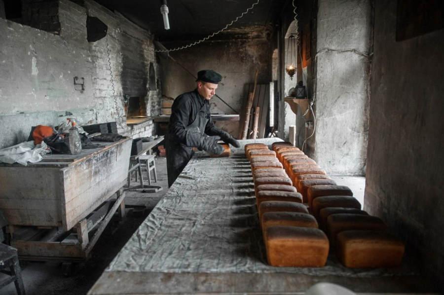 Официальная группа «Nikon Россия» опубликовала снимок с Коневца «Хлеб насущный»
