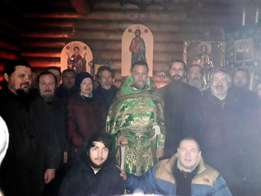 Наместник Коневской обители совершилЛитургию в Александровской часовне монастыря в деньпамяти Александра Невского и своего тезоименитства