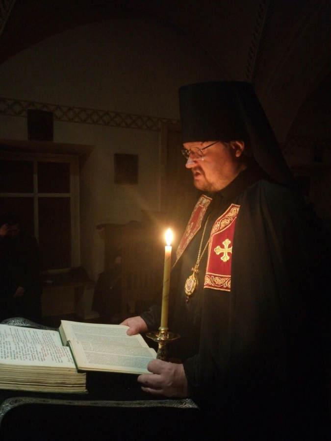 Братия Коневской обители поздравляет священноархимандирата монастыря,  Преосвященнейшего Игнатия, с 20-летием иноческого пострига