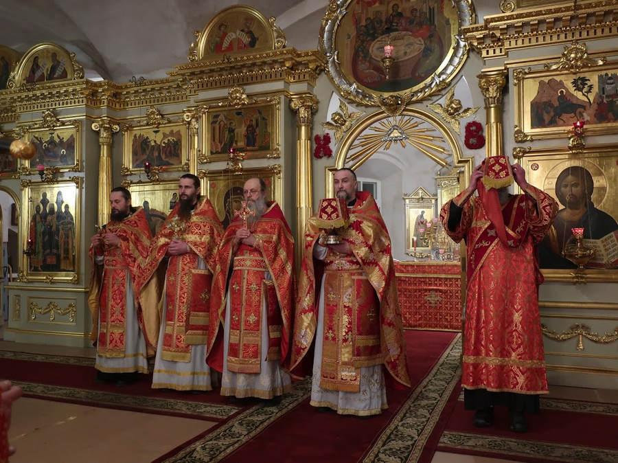 Пасху Христову встретили на Коневце Крестным ходом и фейерверком