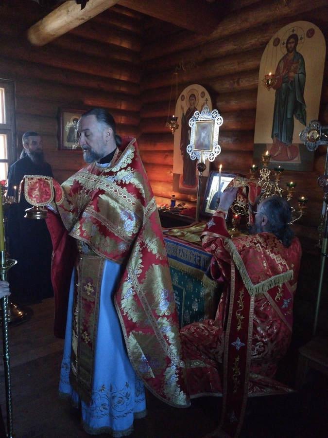 На Светлой седмице совершены Литургии в скитах и часовнях Коневского монастыря, а также в храме Владимирской бухты
