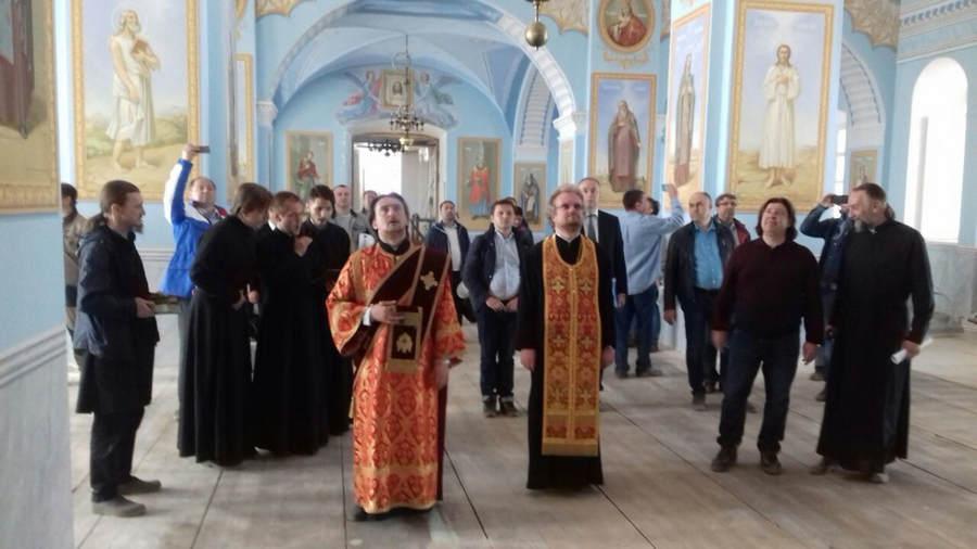 Преосвященнейший Игнатий встретился с вице-президентом «Роснефти» на Коневце, проведя выездное совещание по работам в обители