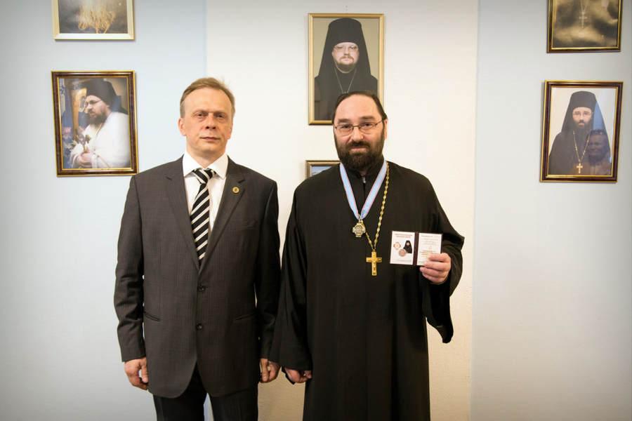 Клирик монастыря получил нагрудный знак члена Императорского Православного Палестинского общества