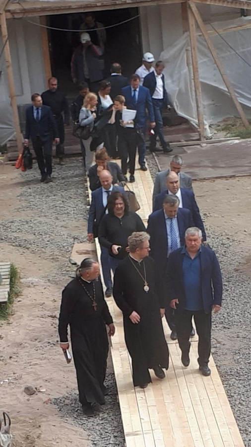 Преосвященнейший Игнатий встретился с главой ПАО «Роснефть» и губернатором Ленобласти на Коневце