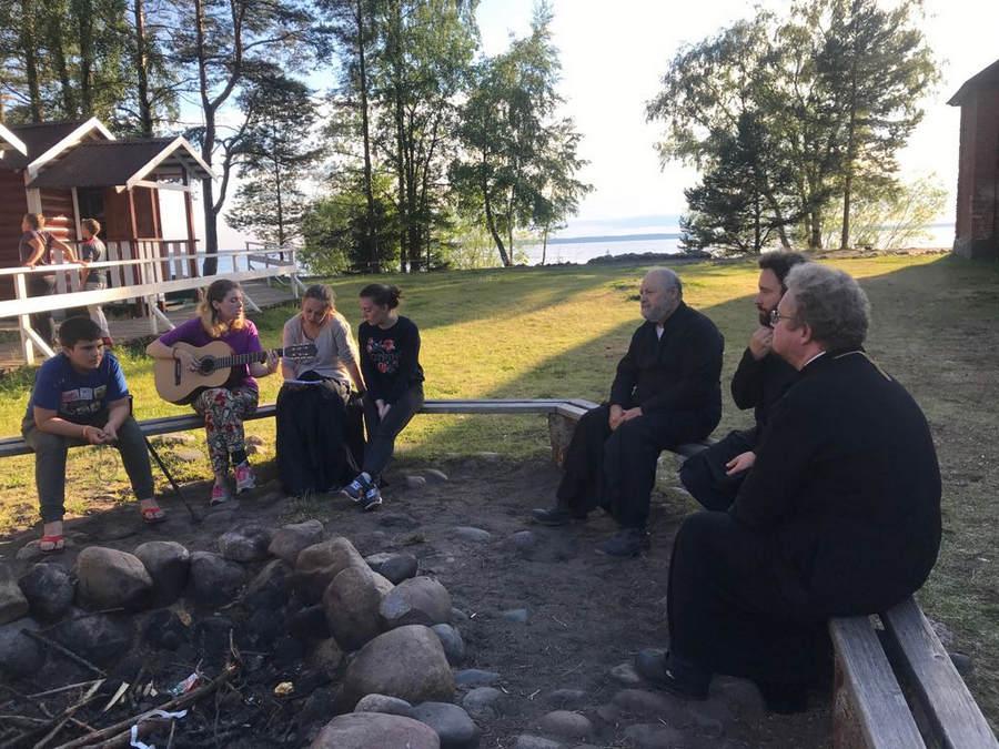 Преосвященнейший Игнатий совершил уставные богослужения в Коневской обители и посетил детский лагерь на острове