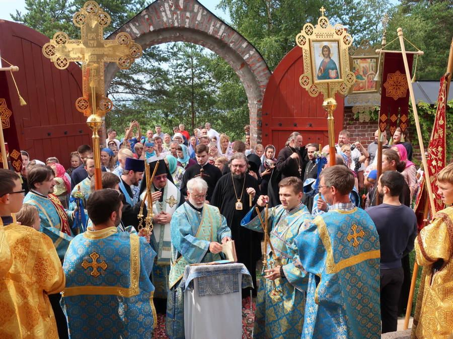 Год юбилейных торжеств 625-летия Коневской обители продолжился праздником памяти Коневской иконы Божией Матери, который возглавил епископ Выборгский и Приозерский Игнатий