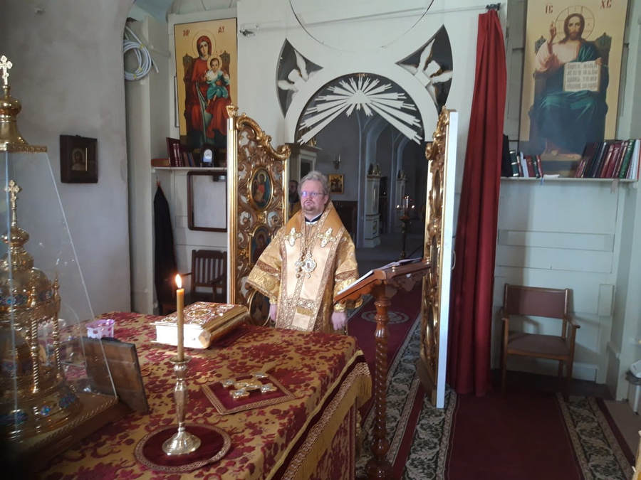 Преосвященнейший Игнатий соверши богослужения дня памяти великомученика и целителя Пантелеимона в Коневской обители