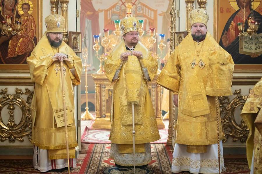 Преосвященнейший Игнатий совершил Божественную литургию в Рославле вместе с епископом Рославльским и Десногорским Мелетием и епископом Канским и Богучанским Филаретом