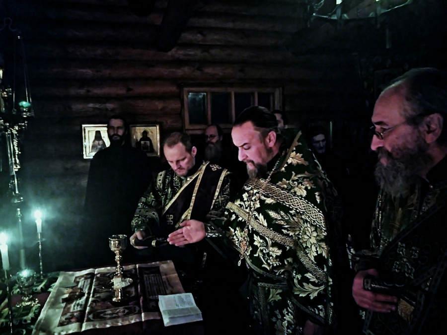 Наместник Коневской обители совершил Литургию в Александровской часовне монастыря в день памяти Александра Невского и своего тезоименитства