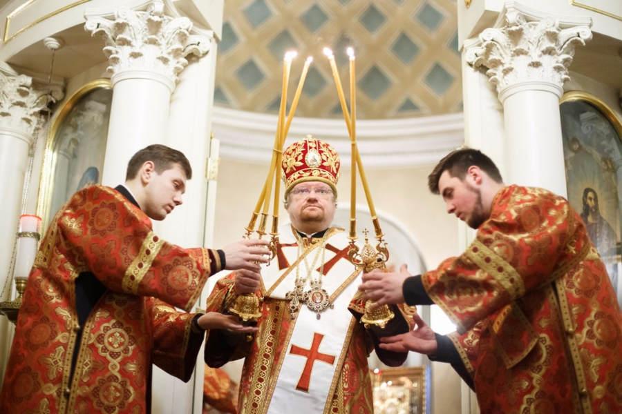 Наместник Коневской обители игумен Александр (Арва) сослужил Преосвященнейшему Игнатию за Литургией престольного праздника в Екатерининском храме поселка Мурино.
