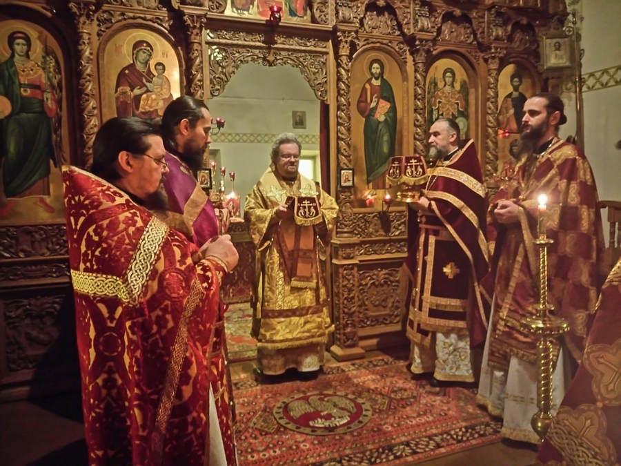 В Неделю 28-ю по Пятидесятнице Преосвященнейший Игнатий совершил Божественную литургию в Коневском Рождество-Богородичном монастыре