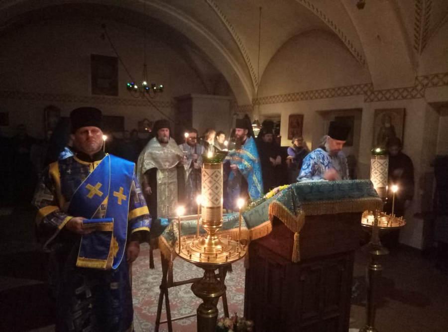 Благовещение Пресвятой Богородицы молитвенно встретили в Коневском монастыре