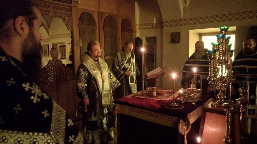 В Четверток Великого канона епископ Выборгский и Приозерский Игнатий совершил Литургию Преждеосвященных Даров в Коневском монастыре