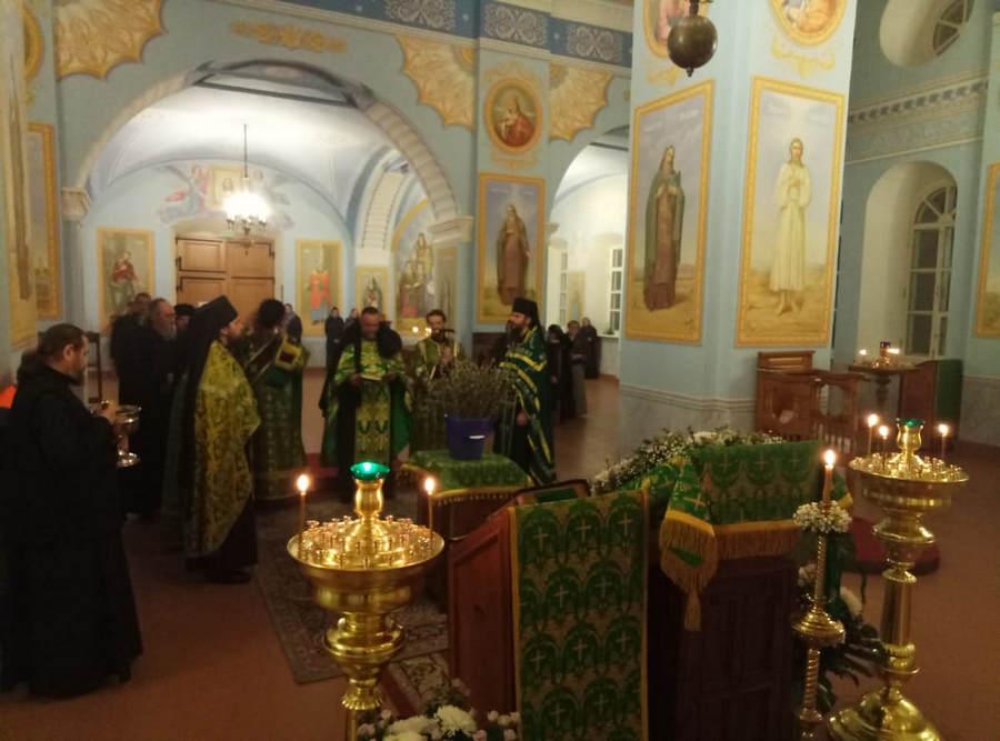 В Коневском монастыре совершены богослужения праздника Входа Господня в Иерусалим