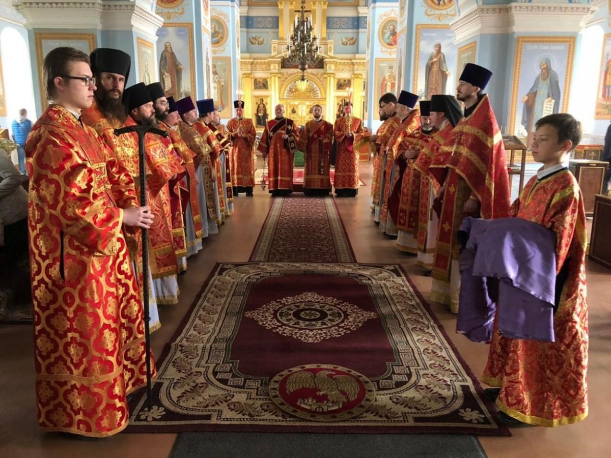 Епископ Выборгский и Приозерский Игнатий возглавил Божественную литургию дня памяти обретения мощей преподобного Арсения Коневского