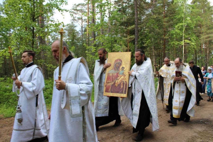В Коневский скит из монастырского собора обители на лето перенесен список Коневской иконы Божией Матери