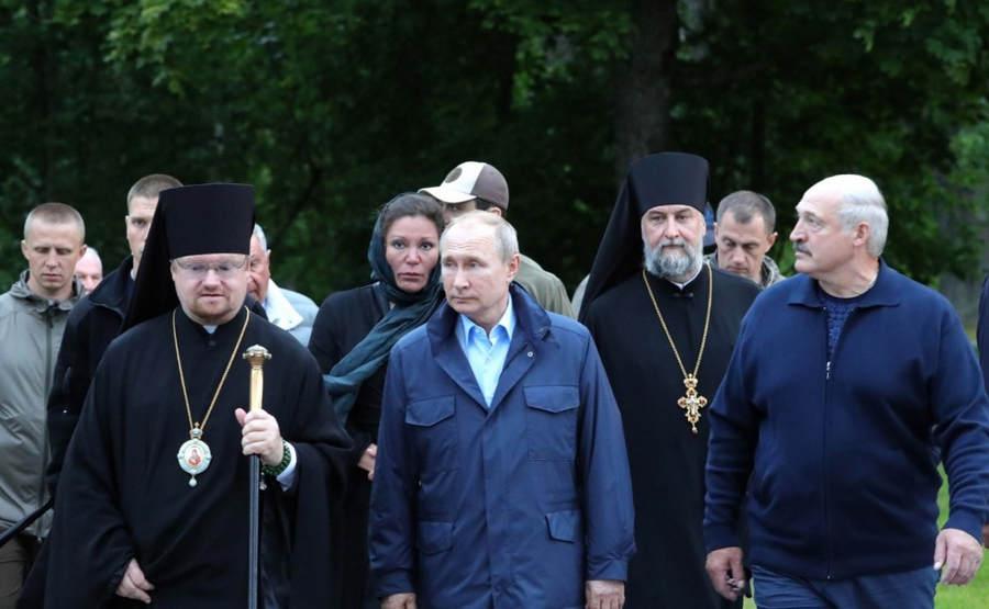 Президент России Владимир Путин и глава Республики Беларусь Александр Лукашенко посетили Коневский монастырь