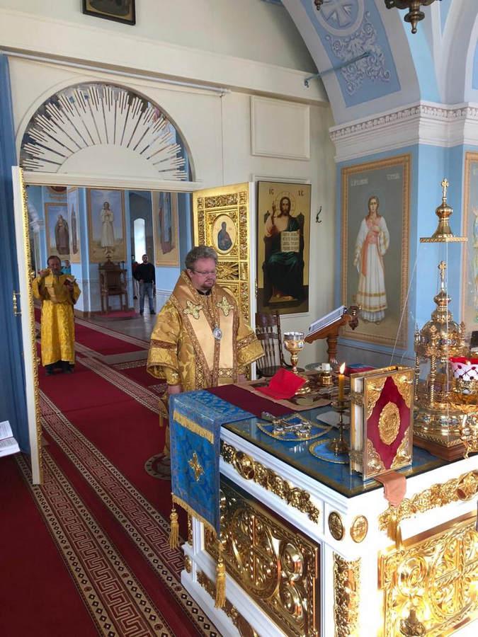 В день памяти святых Царственных Страстотерпцев Преосвященнейший Игнатий совершил богослужения в Коневской обители