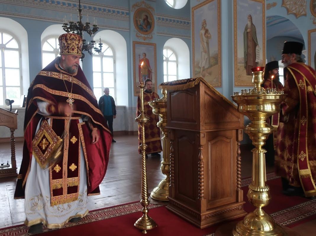 Богослужения праздника  Происхождения (Изнесения) Честных Древ Животворящего Креста совершены в Коневском Рождество-Богородичном монастыре