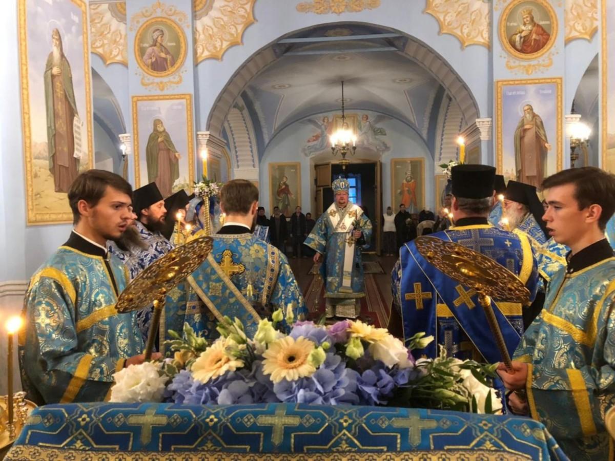 Священноархимандрит Коневской обители возглавил торжественное Всенощное бдение накануне Рождества Пресвятой Богородицы в соборе монастыря