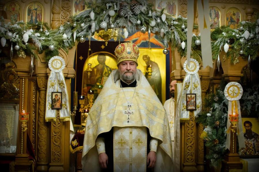 Наместник Коневского монастыря возглавил Всенощное бдение на подворье обители. После богослужения состоялся Святочный концерт епархиального Хора духовенства
