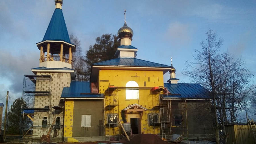 Продолжается строительство храма Всех Коневских святых в бухте Владимирской