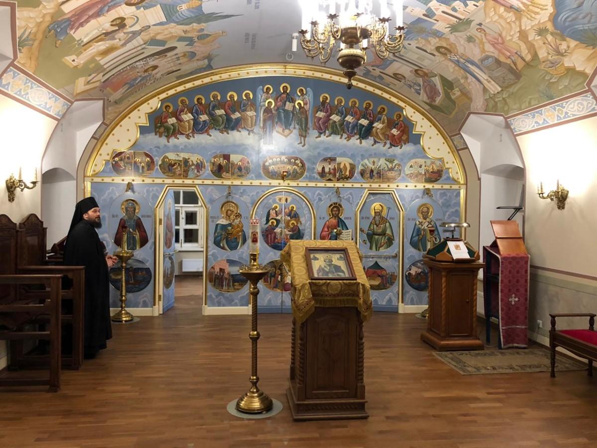 Преосвященнейший Игнатий осмотрел реставрационные работы и завершенные росписи стен, а также храмы в Коневском монастыре