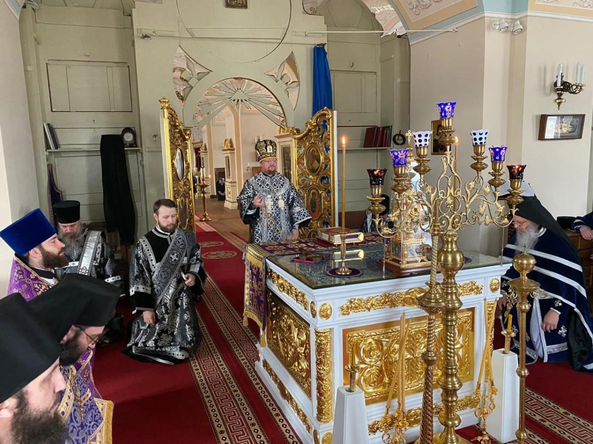 Владыка Игнатий возглавил Литургию Преждеосвященных Даров и уставные богослужения в Коневской обители