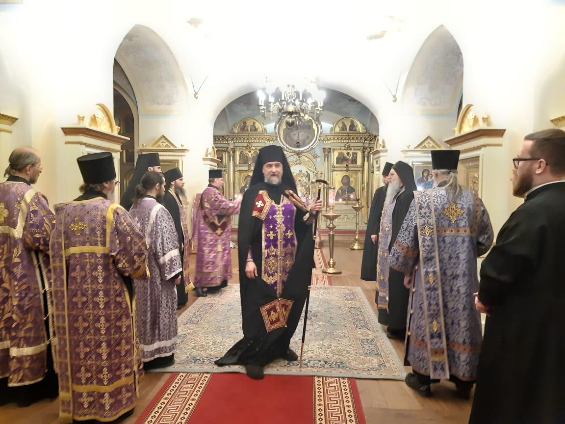 В Неделю Крестопоклонную в Коневском монастыре совершены уставные богослужения