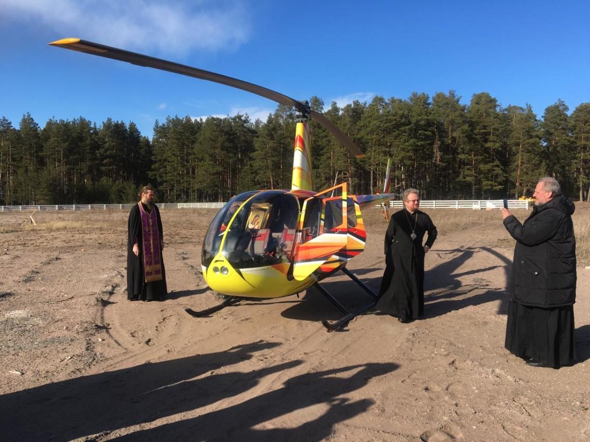 Епископ Выборгский и Приозерский Игнатий совершил воздушный крестный ход со святынями Коневской обители, молясь об избавлении от пандемии