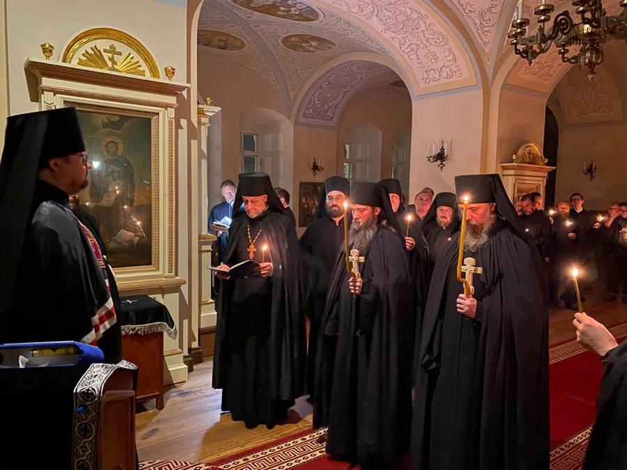Священноархимандрит Коневского монастыря совершил монашеский постриг двух иноков из числа братии обители