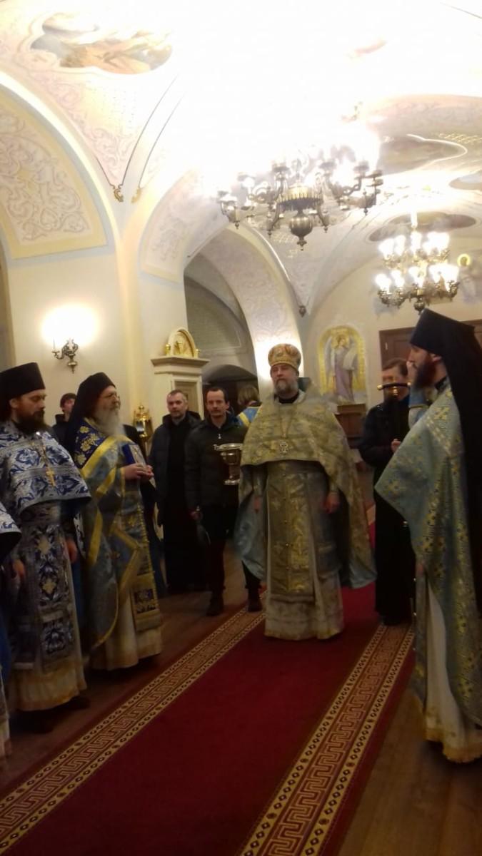 В праздник Похвалы Богородицы в Коневской обители совершена ночная Божественная литургия