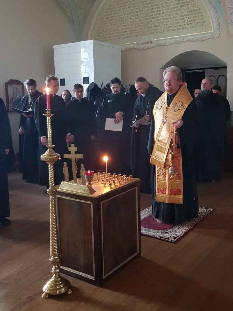 Преосвященнейший Игнатий посетил подворье Коневской обители во Владимирской бухте и совершил уставные богослужения в монастыре