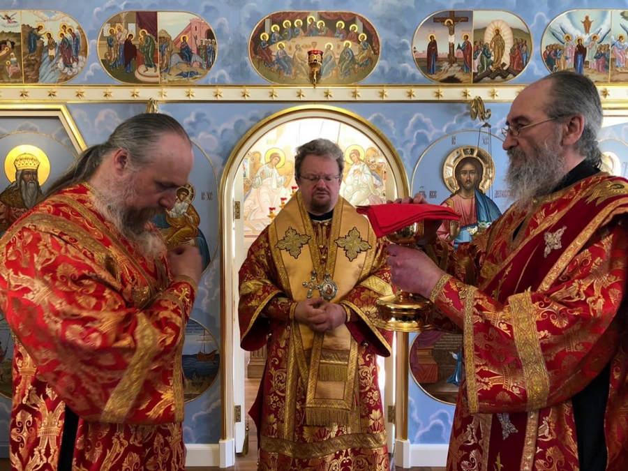 В День Победы епископ Выборгский и Приозерский Игнатий совершил Литургию и панихиду в Свято-Никольском храме Коневского монастыря