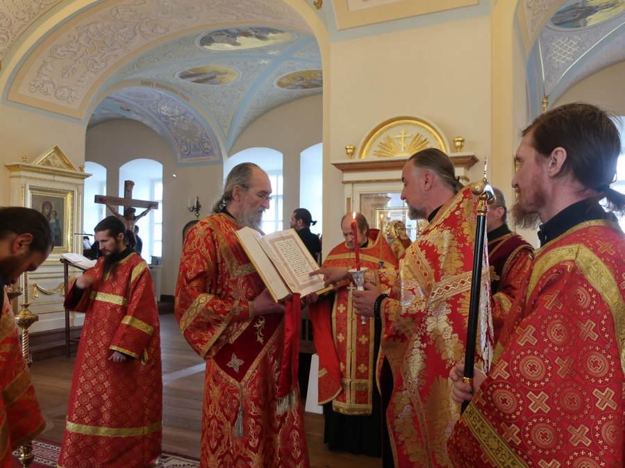 Богослужения праздника Преполовения Пятидесятницы совершены на Коневце
