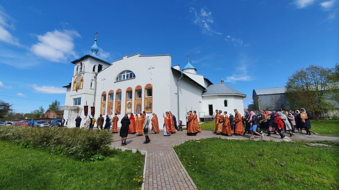 Наместник Коневской обители сослужил епископу Выборгскому и Приозерскому Игнатию, священноархимандриту монастыря, за Литургией в Никольском храме на Неве