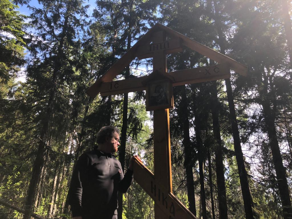 Епископ Выборгский и Приозерский Игнатий совершил Литургию в День Святого Духа в Коневской обители и помолился на Змеиной горе
