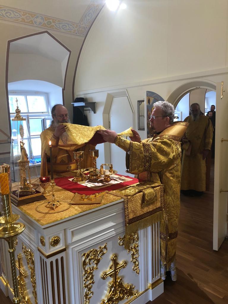 Преосвященнейший Игнатий совершил Литургию в Никольском храме Коневской обители