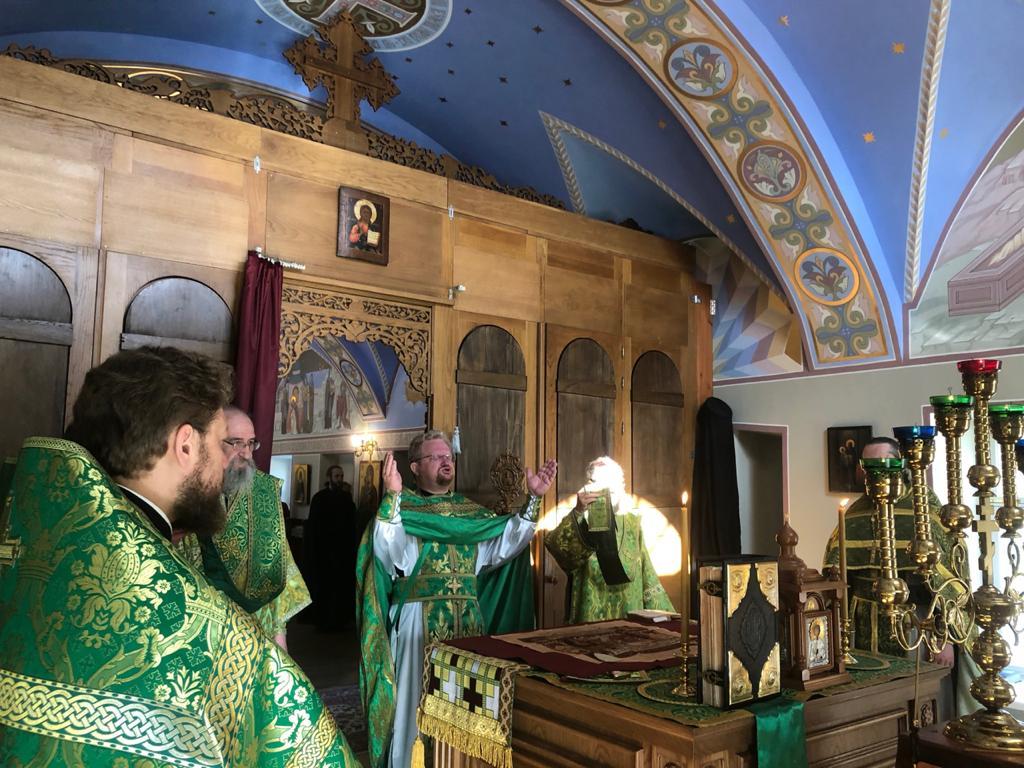 В день памяти иконы Божией Матери «Достойно есть» владыка Игнатий совершил богослужения в Коневском монастыре