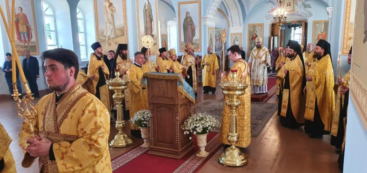 Епископ Выборгский и Приозерский Игнатий в сослужении епископа Рославльского и Десногорского Мелетия совершил Всенощное бдение в Коневской обители