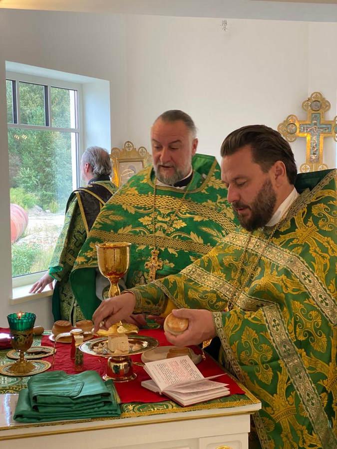 Совершены богослужения дня памяти св. князя Александра Невского на Коневском подворье во Владимировке
