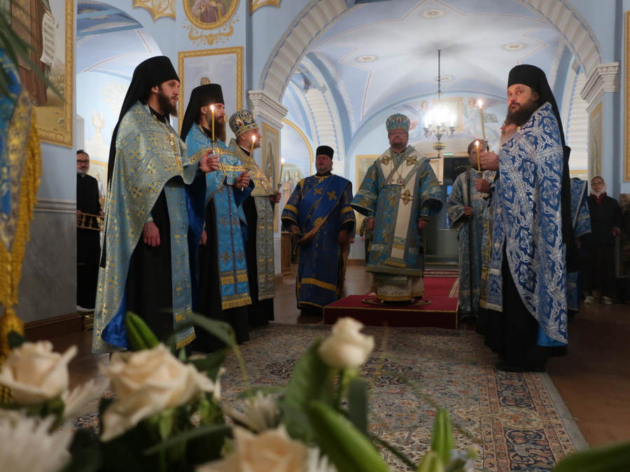 Накануне престольного праздника епископ Выборгский и Приозерский Игнатий совершил Всенощное бдение в Коневском Рождество-Богородичном монастыре