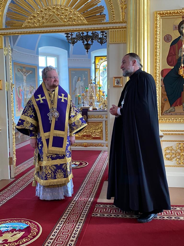 Владыка Игнатий возглавил богослужения праздника Крестовоздвижния в Коневской обители и поздравил наместника монастыря с юбилеем