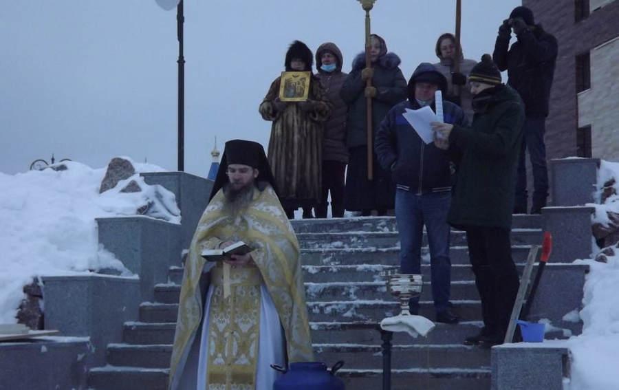 На подворье Коневской обители во Владимирской бухте впервые в истории прошли крестным ходом «на Иордань» к Ладоге