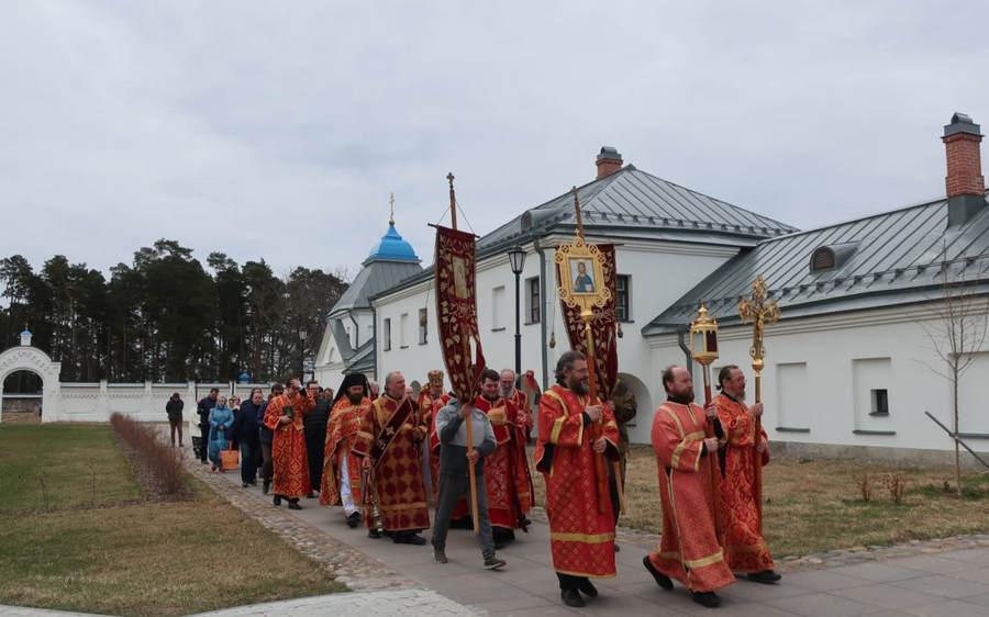 Епископ Выборгский и Приозерский Игнатий совершил освящение отреставрированной Красной гостиницы Коневского Рождество-Богородичного монастыря