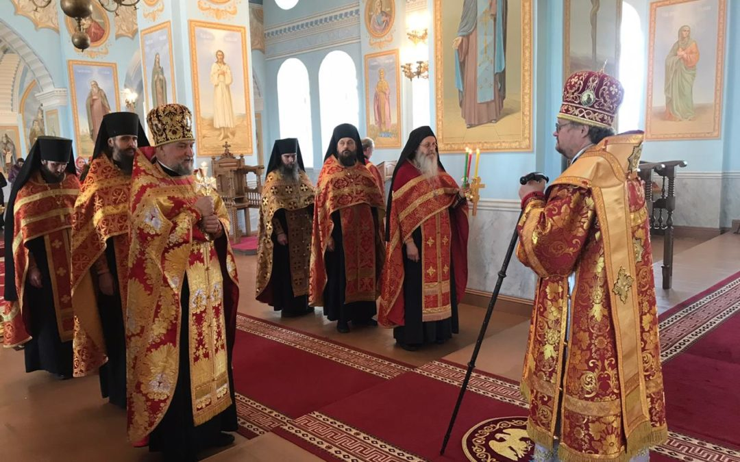 В день Святой Пасхи Преосвященнейший Игнатий прибыл на Коневец и совершил последование Великой вечерни
