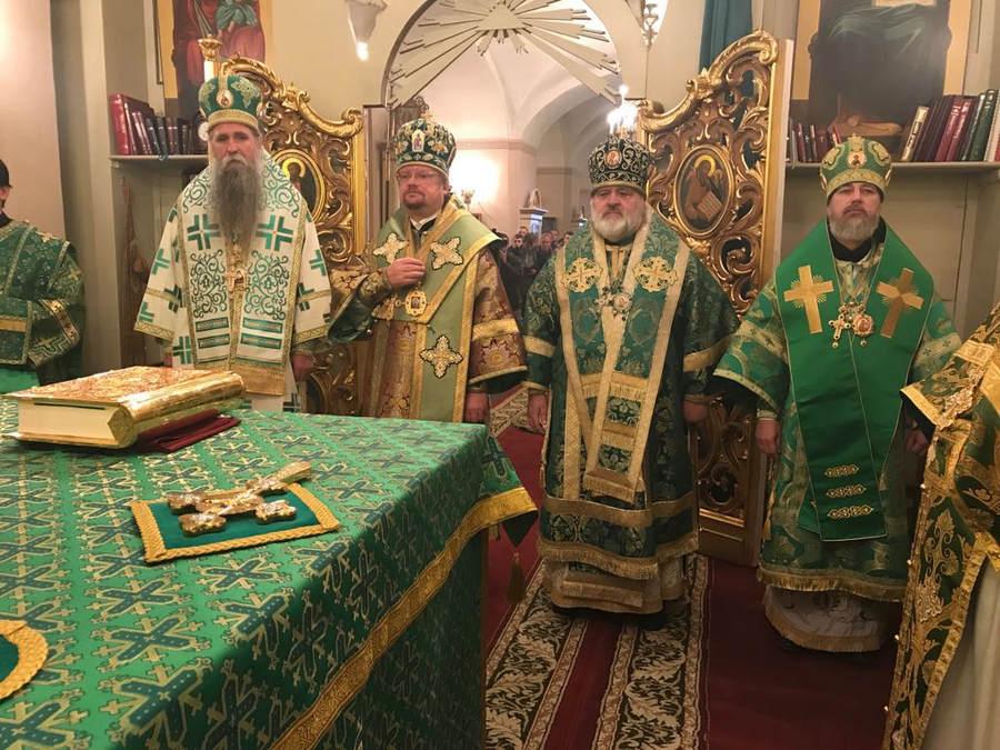 Епископ Выборгский и Приозерский Игнатий возглавил торжества дня памяти преподобного Арсения Коневского на Коневце