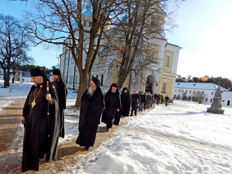 Коневский Рождество-Богородичный монастырь молитвенно встретил Сретение Господне — особый праздник для обители 15 февраля 2017 года